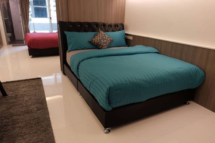 Family Room Condo 2 NrShoping Mkt PratunamFreeWiFi - กรุงเทพ