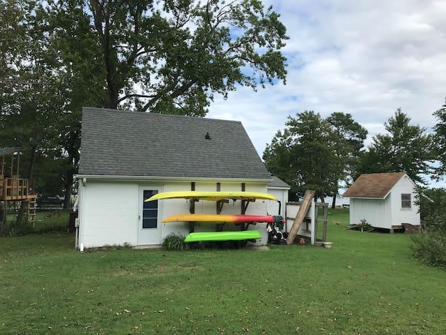 Cozy Bayfront Cottage