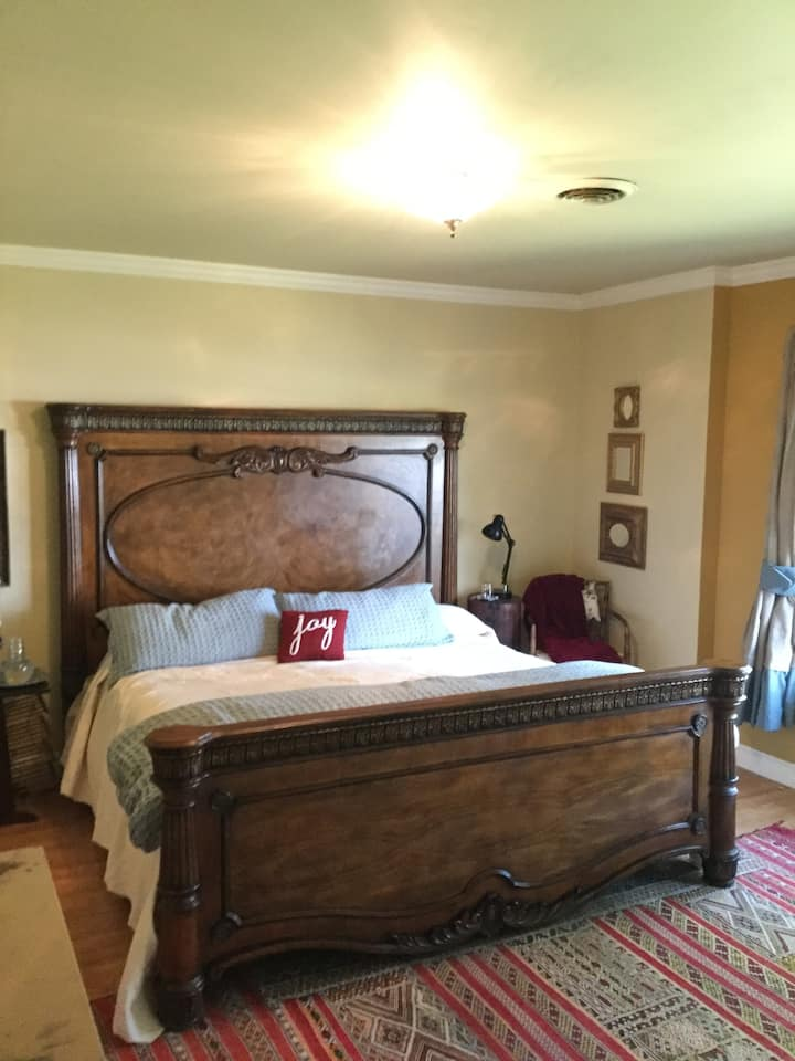 Howdy: Two Bedrooms, One Bath, & Texas Hospitality