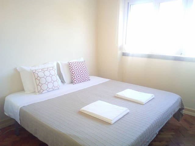 Double room 5 min from airport and Meo Arena - Lisboa - Leilighet