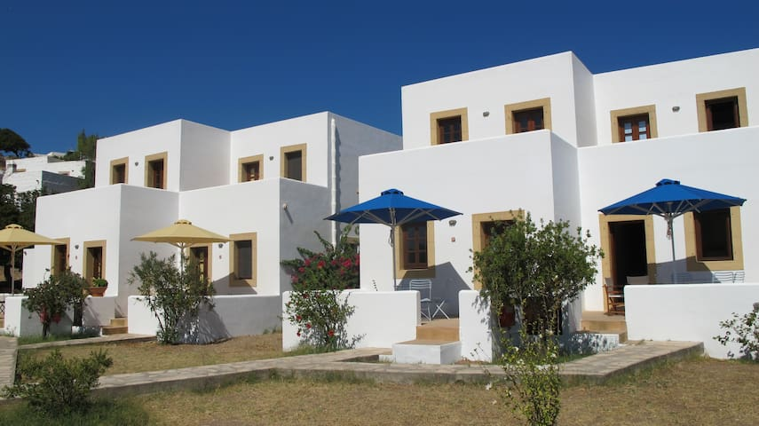 The 6 Houses_Blue - Patmos - บ้าน