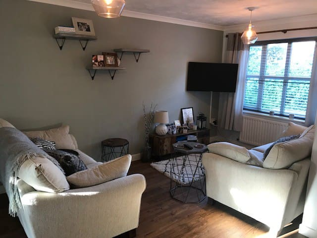 Newly decorated Townhouse in Taunton