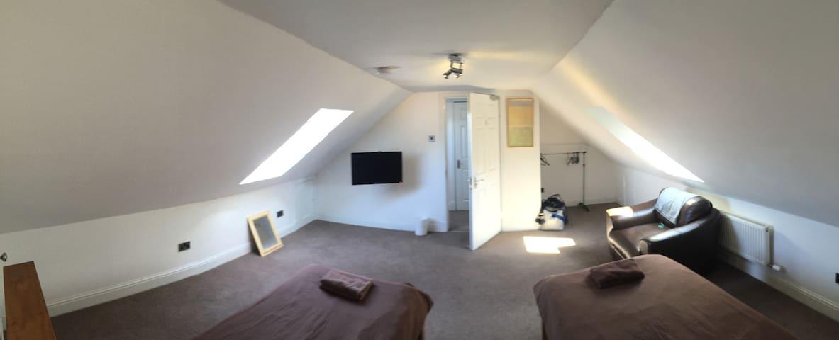 Lovely central room in Falkirk - D