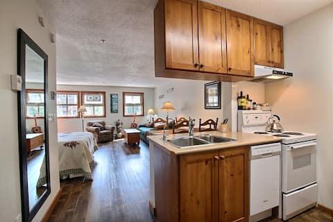Suite Get Away at Fireside Lodge, Sun Peaks