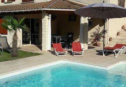 Studio calme,  accès piscine et proche commodités