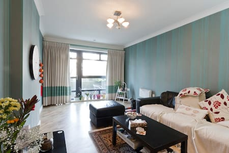Double room with en suite and balcony in centre - 雷丁(Reading) - 公寓