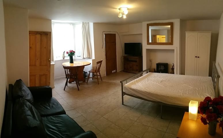 Studio Apartment Halifax Town Centre