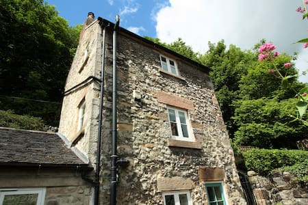 Tower Cottage  - beautiful & quiet with hill views