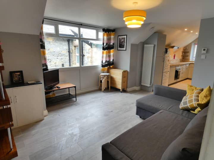 Central Buxton apartment, for up to 4 guests