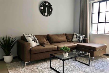 Stylish Johannesburg Apartment(WiFi and Netflix)