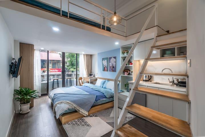 Stunning Balcony Loft  in  ❤️  of Old quarter