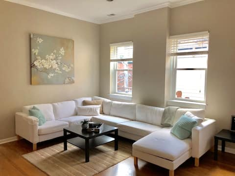 Sophisticated, 2-BR Luxury Condo in Old Town
