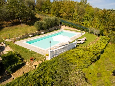 Private pool & panoramic garden on the countryside