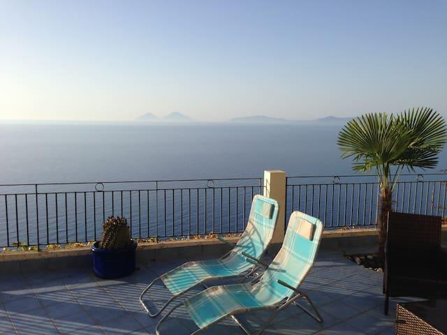 Brolo/Piraino: Amazing view, new chic 2 bdrm flat