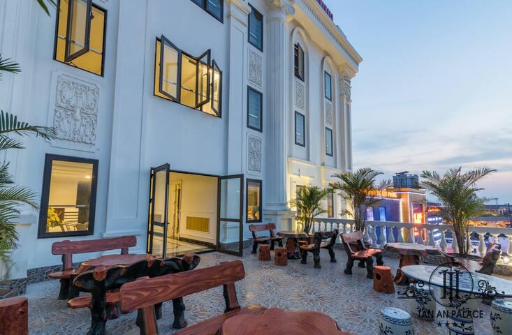 Tan An Palace Hotel & Apartment