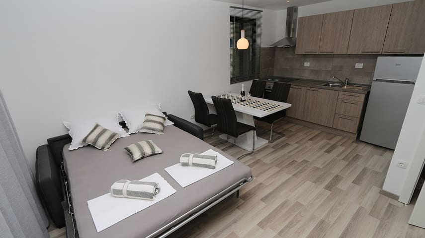 Cozy apartment in quiet neighborhood near sea