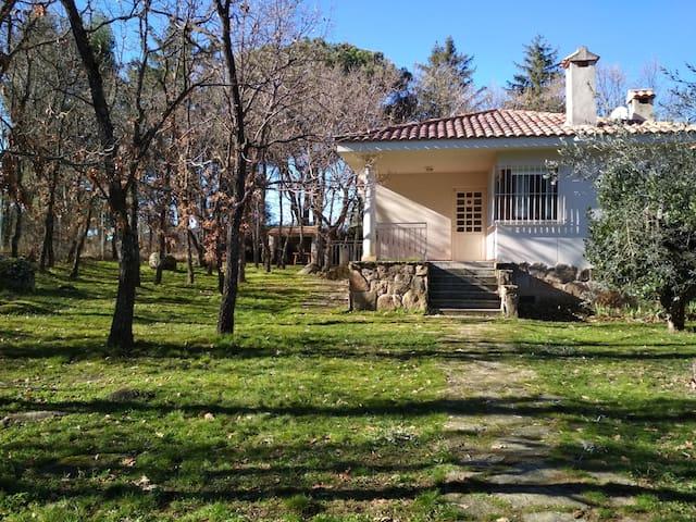 Casa rural con jardín ideal para parejas o grupos