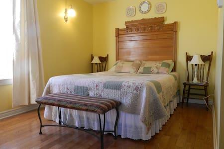 The Saffron Room queen bed.