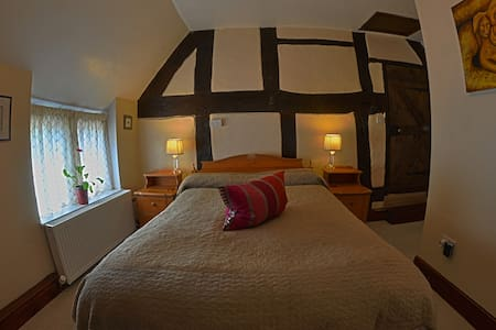 Brook House B&B / Wellness - Eccleshall