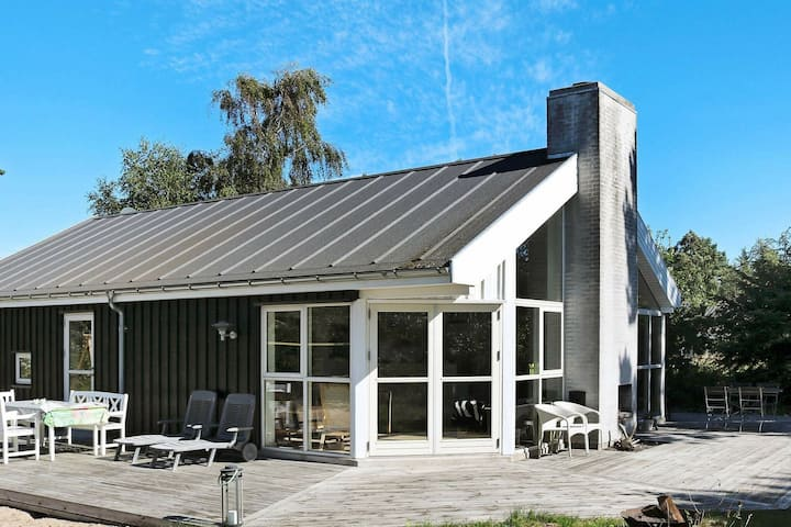Pretty Holiday Home in Hadsund with Terrace