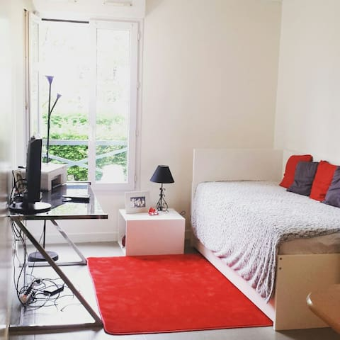 Flat 3 stations from champs elysées - Houilles - Appartement