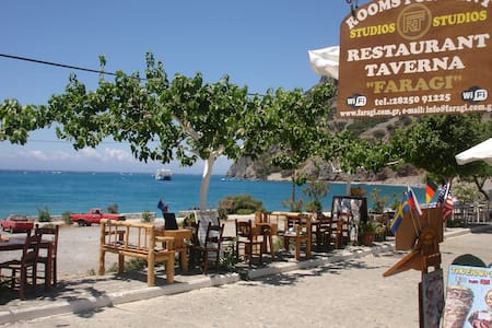 Faragi - rooms & taverna - Bed & Breakfast
