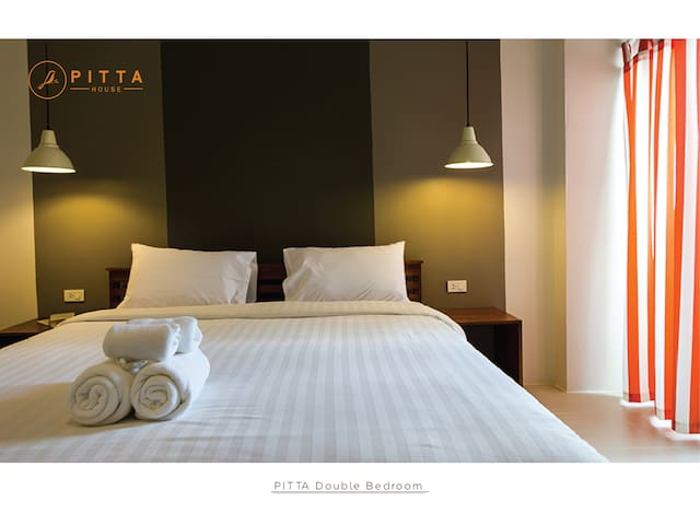 Pitta Double Bed bedroom - Pak Nam - Bed & Breakfast