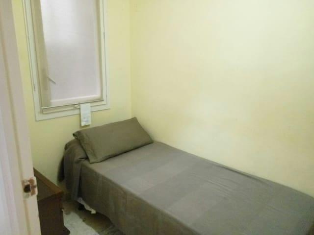 Habitación individual pequeñita.