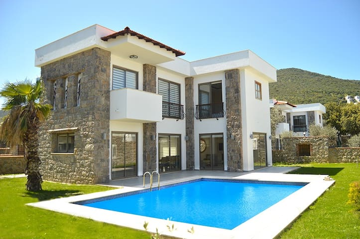 BD459- Torba 3 Bedroomed Villa For 6 - Torba - Casa