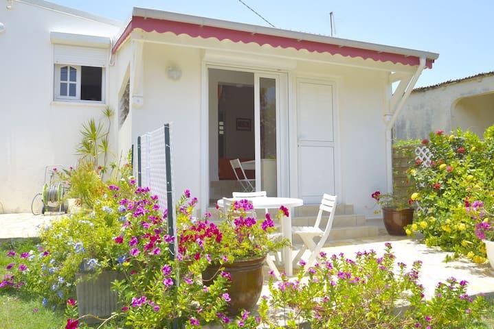 Joli studio indépendant dans villa