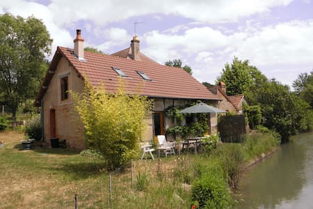 Beautiful cottage next to river. - la Chapelle aux Chasses - Talo