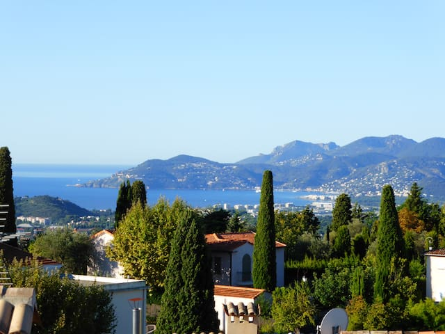 Gorgeous 2 bedroom village house, stunning views. - Mougins - House
