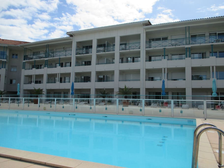 2 pi ces terrasse piscine parking apartments for rent for A la piscine translation