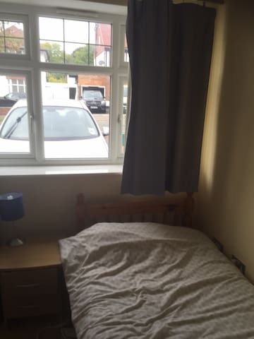 One bedroom with full use on your own shower room - Epsom