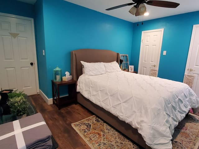 Room Available - GREAT Location!
