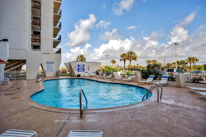 Beautiful Galveston Studio w/Amazing Gulf View!
