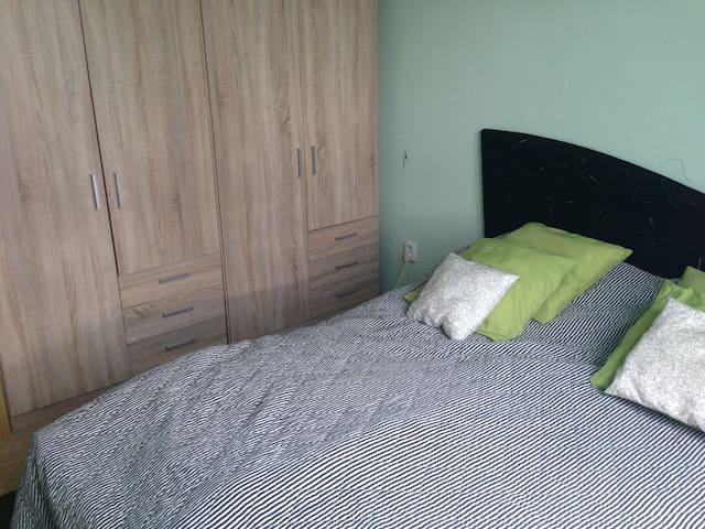 Utulny byt s houpackou a akvarim v loznici - Hradec Králové - Appartement