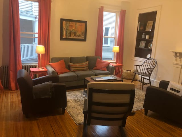 Lovely private 3 BR apartment on Yale campus!
