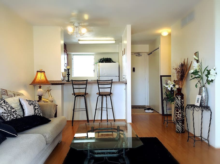 Joyful single room easy access apartments for rent for Best private dining rooms honolulu