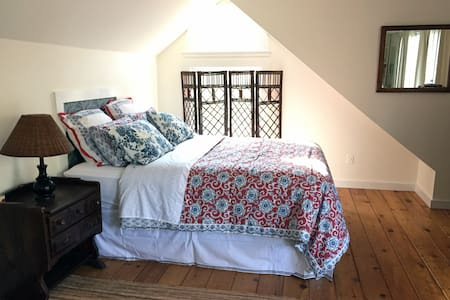 Large Private Sunny Studio - East Hampton - Apartment