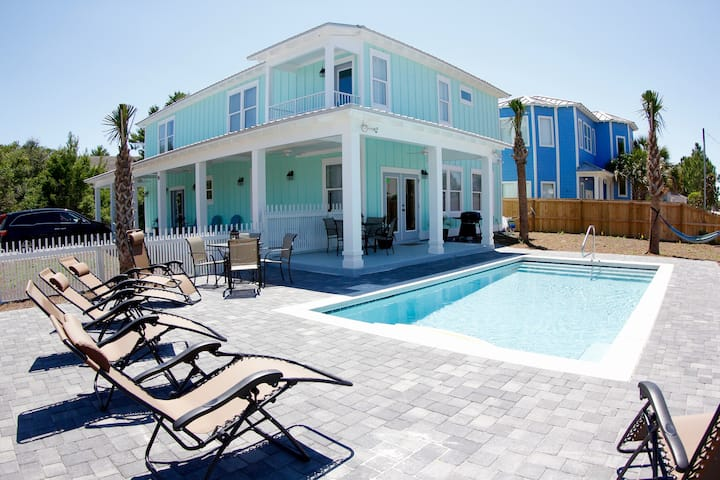 NO FEES 🐬 Sleeps 20 🐠 6 bdrms 🐳 Private heated pool 🐟 Casa Green beautiful new beach house 🐋 5.5 baths 🦭best location!