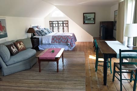Large Private Sunny Studio - East Hampton - Appartement