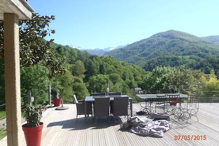 House in front mountains - Castillon-en-Couserans - บ้าน