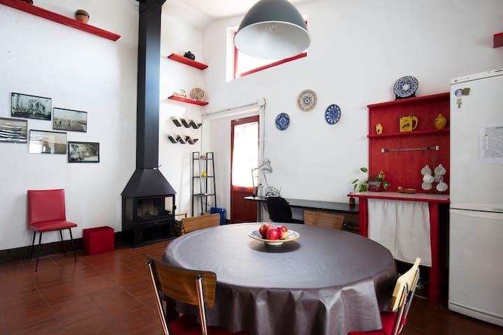Can Tumeu - La petite maison rouge - Espolla - Rumah
