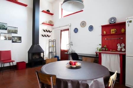 Can Tumeu - La petite maison rouge - Espolla - 独立屋