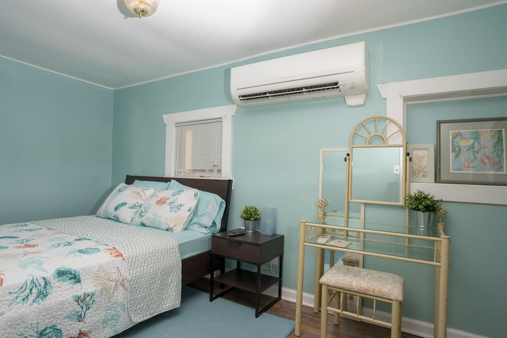 queen bed with super cold AC