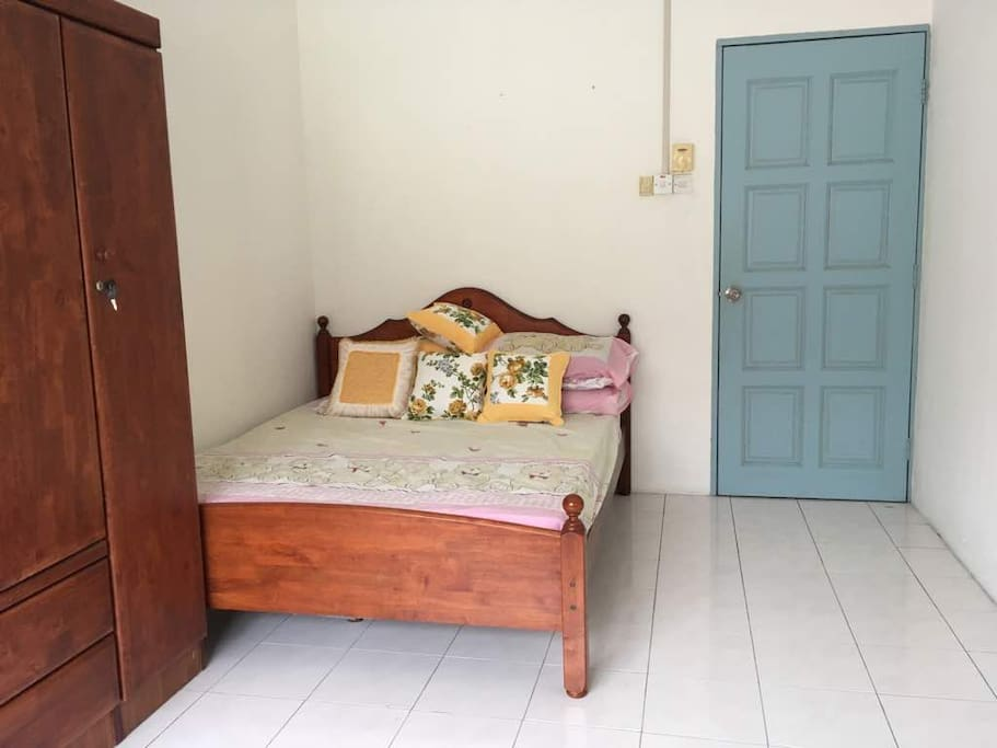 Room 3 (1st floor) - 1 Double Bed with wardrobe, shared bathroom