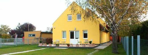 Fészek Vendégház-House for 16 people by the lake