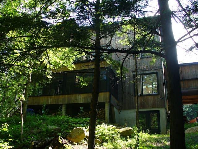Fenêtres ouvertes sur la forêt - Bolton-Est - Casa
