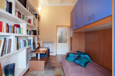 Single bed in San Giovanni - Wohnung